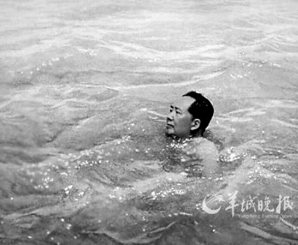 毛澤東游長江1956