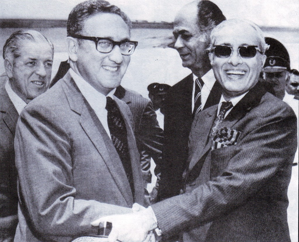 Ambassador_Hilaly_receiving_US_Secretary_of_State_Henry_Kissinger_in_Rawalpindi_on_8_July_1971